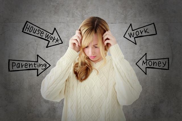 色々なことにストレスを感じる女性